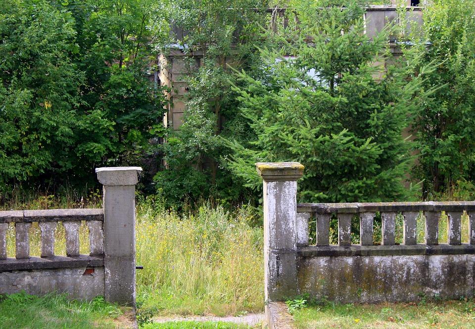 Podle čeho se počítá u ohrazení typu betonové ploty cena