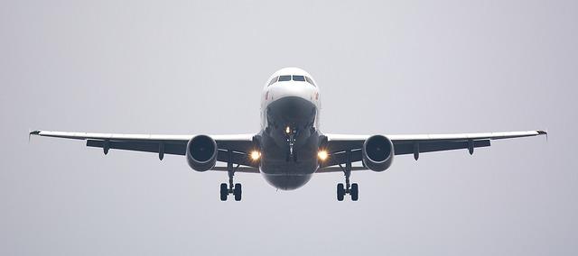 pohled zepředu na letadlo