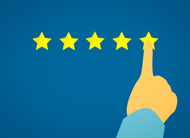 prst, který mačká na hvězdičky – na nejlepší hodnocení