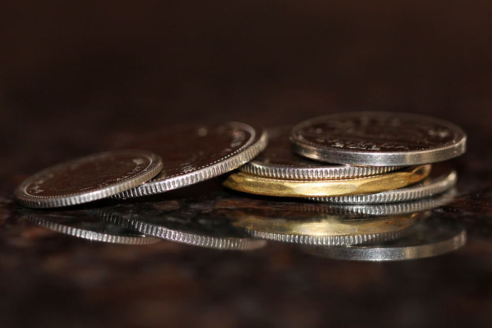 mince ve tmě