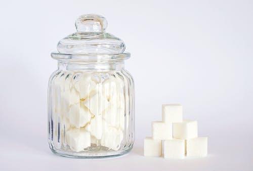 Přírodní sladidlo, kterého se bát nemusíte. Proč sladit xylitolem?